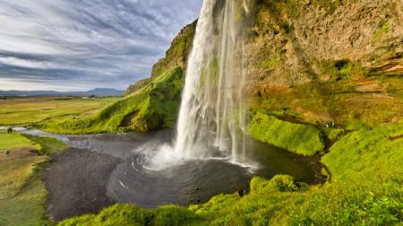 discover the world seljalandsfoss