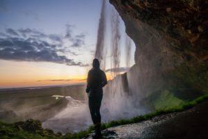Island seljalandsfoss taylor leopold